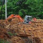 ユンボで土掘り